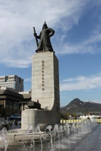 Amiral Yi Sun-shin sur la place qui mène à Gyeongbokgung